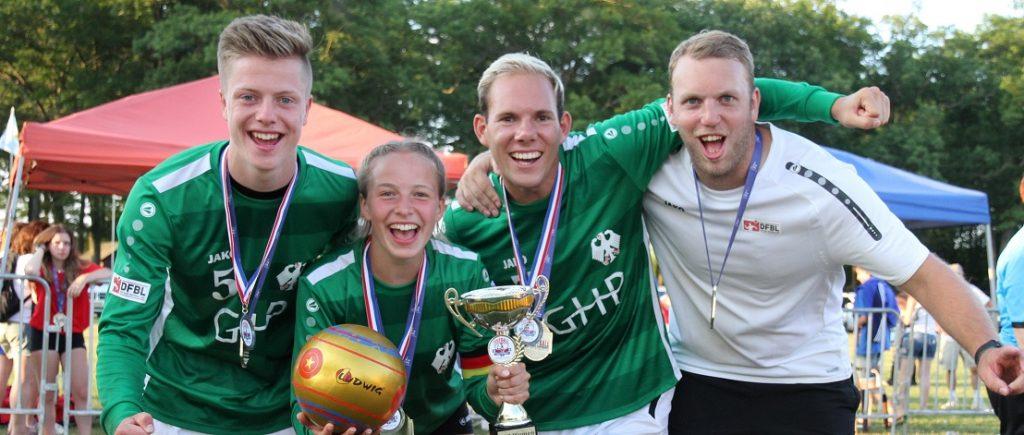 Nachwuchsfaustballer jubeln über WM-Medaillen